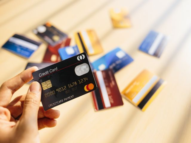 745748D4-credit-cards-17